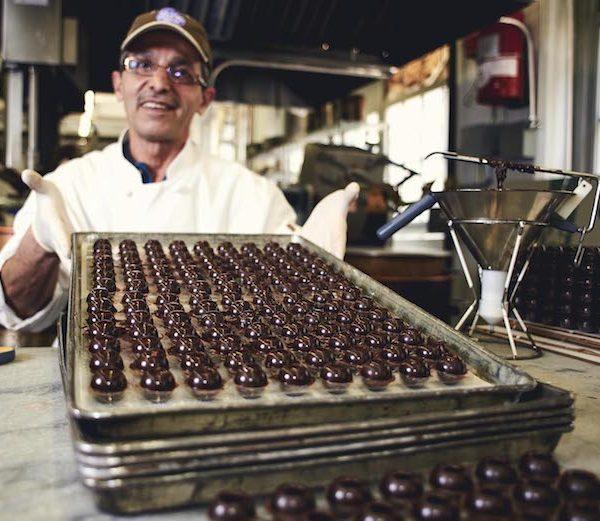 ג'ורג' דימיטריוס (George Demetrious) – מהגר ממוצא יווני שלמד את אמנות ייצור השוקולד בצרפת וכיום מנוהל על ידי דור ההמשך